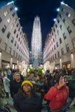 纽约,美国- 2011年12月9日- rockfeller中心庆祝的xmas的人们 免版税库存照片