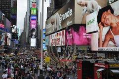 纽约,8月20日:时报广场灯节从曼哈顿中城的在纽约 免版税库存照片