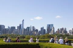 纽约, 2015年9月14日:访客享用阳光和vi 免版税图库摄影