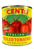 纽约, NY,美国2014年12月2日一个罐头的特写镜头Cento意大利语剥了在白色背景的蕃茄 免版税库存图片