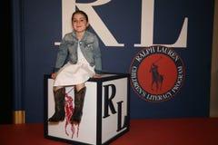 纽约, NY - 5月19日:在跑道前的一个孩子客人拉尔夫・洛朗秋天14儿童的时装表演的 免版税库存图片