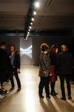 纽约, NY - 10月21日:在2个(X) IST时装表演期间的整体一般大气和LaForce史蒂文斯PR运作的frontstage 库存图片