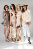 纽约, NY - 9月06日:小组模型摆在塞尔焦达维拉时尚介绍 库存图片