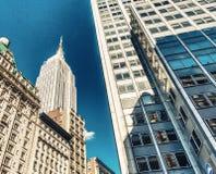 纽约, NY - 6月12日:帝国大厦和街道 免版税图库摄影
