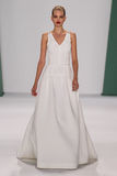 纽约, NY - 9月08日:式样达芬妮・葛洛妮维尔德走跑道在卡罗来纳州赫雷拉时装表演 库存照片