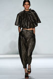 纽约, NY - 9月05日:式样Kamila汉森步行齐默尔曼时装表演的跑道 免版税库存图片