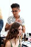 纽约, NY - 6月16日:得到的美发师式样准备后台 免版税库存照片
