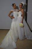 纽约, NY - 10月13日:模型做不拘形式塑造在卡罗来纳州赫雷拉新娘介绍 图库摄影