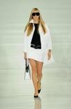纽约, NY - 9月12日:模型走跑道在拉尔夫・洛朗时装表演 图库摄影