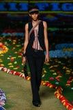 纽约, NY - 9月08日:模型走跑道在汤米・席尔菲格妇女的时装表演 库存照片