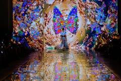 纽约, NY - 9月06日:模型走跑道在谎言SANGBONG春天夏天2015汇集 免版税图库摄影