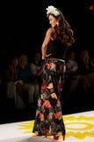 纽约, NY - 9月04日:模型走跑道在Desigual春天2015时装表演 免版税图库摄影