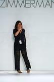 纽约, NY - 9月05日:设计师尼基齐默尔曼步行齐默尔曼时装表演的跑道 免版税库存照片