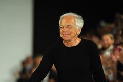 纽约, NY - 9月12日:设计师拉尔夫・洛朗步行拉尔夫・洛朗时装表演的跑道 图库摄影