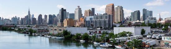 纽约, NY/美国- 2018年6月01日:曼哈顿中间地区地平线视图 库存照片