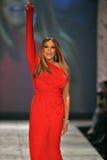 纽约, NY - 2月06日: Wendy佩带Kamali Kulture结构的威廉斯跑道在重点真相的红色礼服收集durin 库存图片