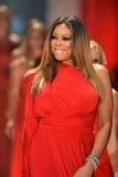 纽约, NY - 2月06日: Wendy佩带Kamali Kulture结构的威廉斯跑道在重点真相的红色礼服收集durin 图库摄影
