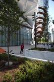 纽约,NY,美国- 2019年5月22日:船,哈德森建筑师设计的围场楼梯托马斯Heatherwick 中间地区人 库存照片