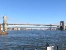 纽约,NY/美国- 11月 24日2014年:从曼哈顿的布鲁克林大桥视图 免版税库存图片