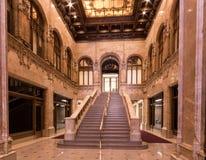 纽约,NY/美国- 3月 29日2015年:大厅的内部风景射击在位于更低的伍尔沃斯大楼 免版税库存图片