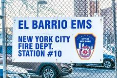 纽约,NY/USA - 01/24/2019:El西班牙语人聚居的区域EMS,消防队驻地#10的特写镜头在曼哈顿上城 免版税库存图片