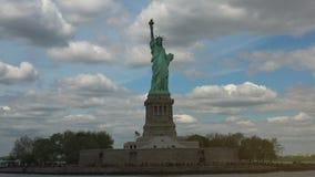 纽约:从船看的自由女神像和曼哈顿全景,实时,超hd 4k 股票视频