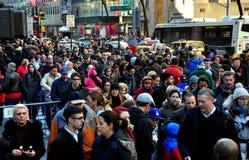 纽约:在第五大道的人群 免版税图库摄影
