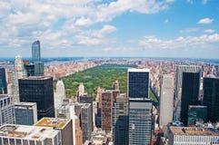 纽约:曼哈顿地平线和中央公园看法从岩石的顶端2014年9月16日 库存照片