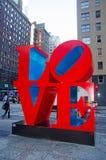 纽约:由2014年9月14日的罗伯特・印第安纳爱雕塑 免版税图库摄影