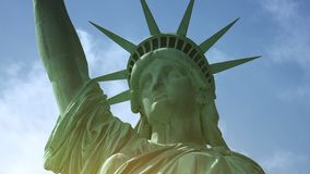 纽约:自由女神像,与云彩和作用,超hd 4k 股票视频