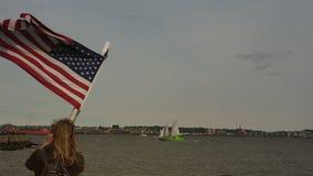 纽约:自由女神像,与美国国旗,超hd 4k 影视素材