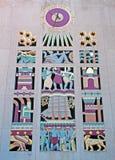 纽约:艺术装饰时钟, 2014年9月17日的洛克菲勒中心 库存照片