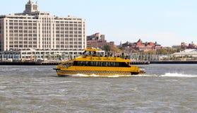 纽约水出租汽车 库存照片