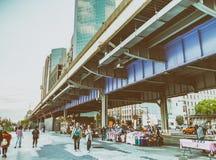 纽约- 2013年6月:码头的17游人 纽约吸引 免版税图库摄影