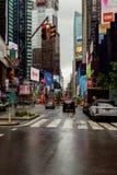 纽约- 2017年7月:纽约街道路在夏时的曼哈顿 都市大城市生活概念背景 图库摄影