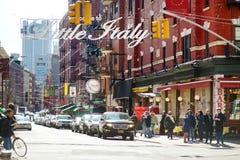 纽约- 2015年3月21日:'欢迎向在街市曼哈顿名叫的Little意大利意大利社区的小的意大利'标志,新的Yor 免版税图库摄影