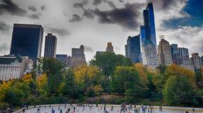 纽约- 2015年10月25日:中央公园在秋天与 库存图片