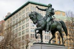 纽约- 2015年3月16日:乔治・华盛顿将军骑马雕象联合广场的南侧的 免版税图库摄影