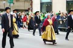 纽约- 2015年3月17日:沿第五大道的每年圣帕特里克的天游行在纽约 免版税库存图片
