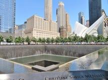 纽约- 2017年6月21日- 9 11在世界贸易中心,爆心投影的纪念品 免版税库存照片
