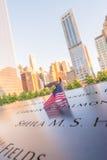 纽约- 2013年6月12日:在传统的世界的NYC的9/11纪念品 库存图片