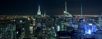 纽约- 2015年6月13日:纽约都市风景在从Rockfeller中心的晚上 库存图片