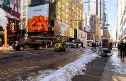 纽约-2017年3月16日:运转的路涂柏油在路的基础设施 库存图片