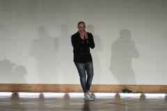 纽约- 9月03 :设计师胜者德索萨步行跑道 免版税库存照片