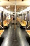 纽约- 9月01 :9月01日的空的地铁无盖货车 库存照片