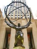 纽约- 12月3 : :在洛克菲勒分的地图集雕象 库存照片