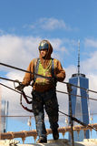 纽约-美国2014年10月26日-乔乔在布鲁克林大桥运作在纽约 免版税库存图片