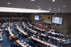 纽约-美国- 6月11日2015代表谈论在联合国 库存图片