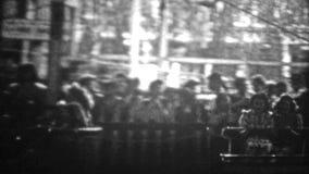 纽约- 1946年:乘坐科尼岛吸引力的妇女掀动旋转乘驾 股票录像