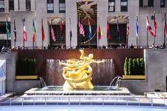 纽约NYC在洛克菲勒中心的Prometheus雕象 库存图片